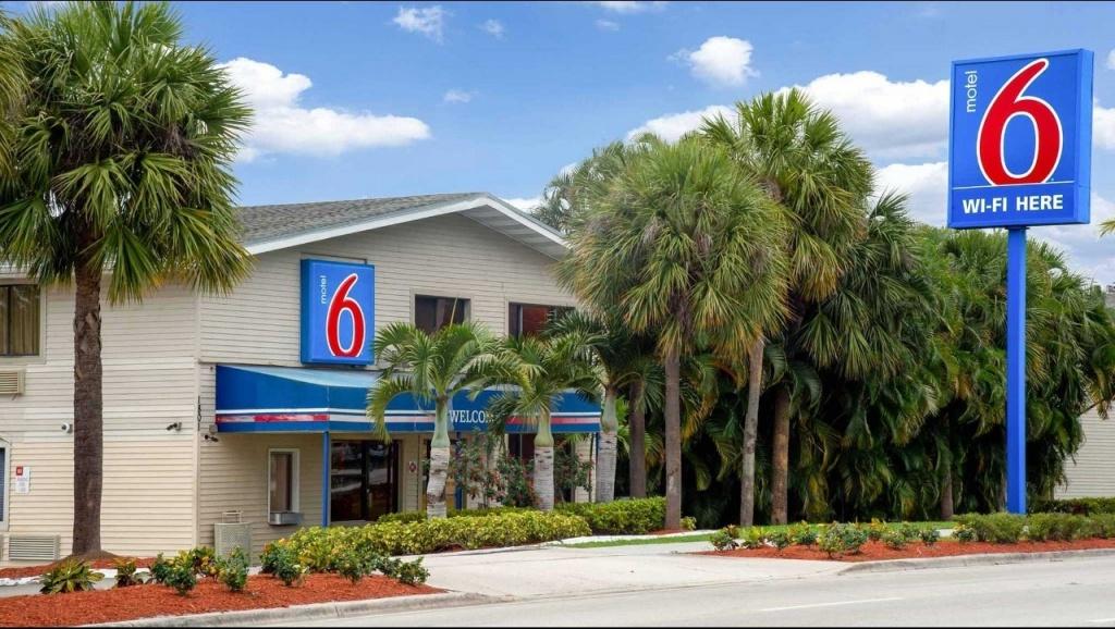Motel 6 Ft Lauderdale Hotel In Ft Lauderdale Fl ($159+)   Motel6 - Motel 6 Florida Map